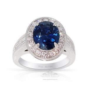 oval-cut-sapphire-ring-in-platinum