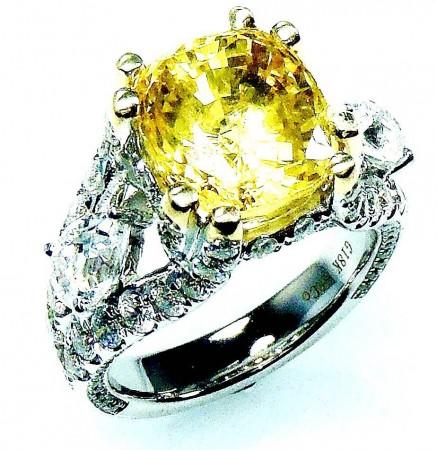 GIA Certified 18 kt White gold & Diamond Ring, Ceylon yellow cushion cut 6.54 ct sapphire.