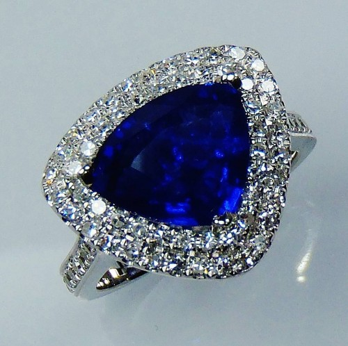 Certified 18 kt W/G  3.21 ct Blue Trillion Cut Natural Ceylon Sapphire & Diamond Ring