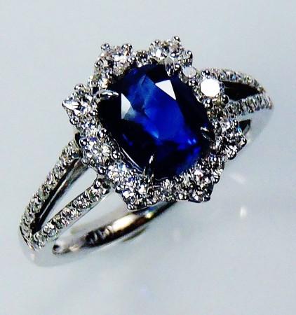 Untreated Certified 18 kt White Gold 1.59 tcw Blue Cushion Cut Natural Ceylon Sapphire & Diamond Ring Set - GIA G. G Appraisal ( Custom order )