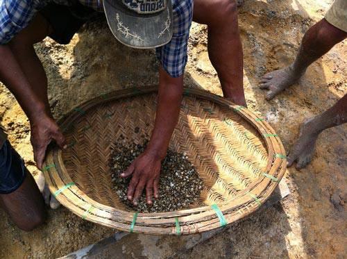 Finding sapphire stone